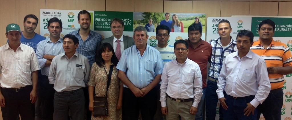 Responsables de Acodea y Agriterra, con cooperativistas de Perú.
