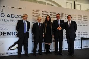 Los periodistas premiados, con los máximos responsables de AECOC.