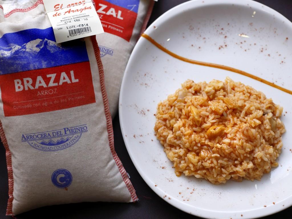 Los 'Callos de Teresa', la estrella de la casa, no podían faltar en un plato de arroz.