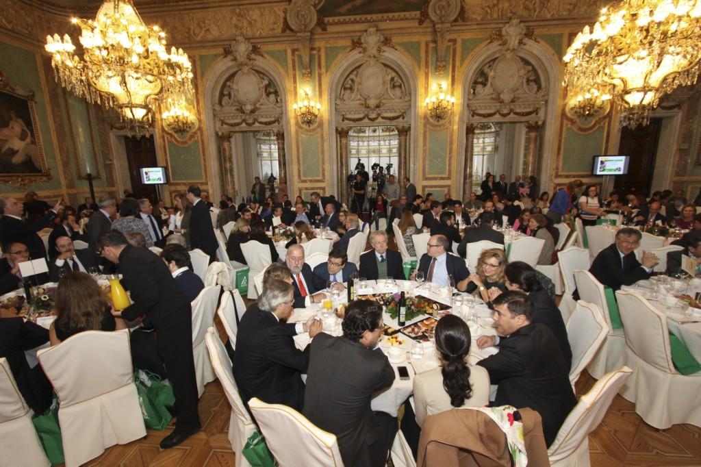 El Salón Real del Casino de Madrid, completo. Mercasa