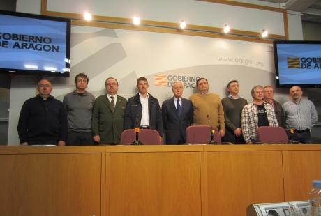 Miembros de la junta rectora del CAAE con el consejero Lobón (centro). Gobierno de Aragón